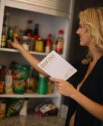 choosing groceries on bikini cleanse
